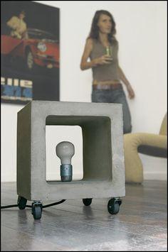 Lampe Nomade : cube béton sur roulette, mobilier béton design Urbanoïd