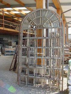 Antieke ijzeren deuren en ramen