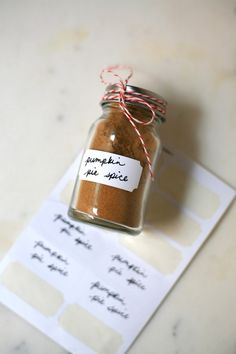 DIY pumpkin pie spice blend - perfect for hostess gifts!