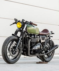 lady speed triumph custom motorcycle now offers a firmer ride thanks to a set of hagon 'progressive springs' and 'nitro shocks'. Triumph Motorcycles, Vintage Motorcycles, Custom Motorcycles, Custom Bikes, Bmw Cafe Racer, Cafe Racer Motorcycle, Motorcycle Design, Cafe Racers, Motorcycle Gear