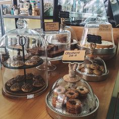 A bakery that I would love to visit. Small Coffee Shop, Coffee Shop Design, Cafe Design, Bakery Store, Bakery Cafe, Bakery Display Case, Mein Café, La Rive, Bakery Business