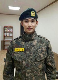 Kim Soo Hyun to Complete His Military Service Next Week! Actors Male, Asian Actors, Korean Actors, Actors & Actresses, Korean Dramas, Korean Celebrities, Kim Soo Hyun 2017, Hyun Seo, Park Hae Jin