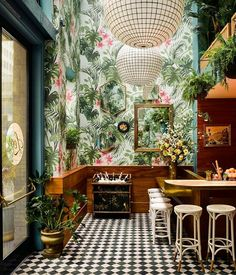 Tropical Vibes | Green | Wood | Wallpaper | Plants | Light - Leo's Oyster Bar
