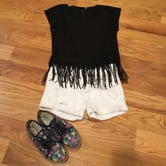 Black Crop Top Light weight fringe crop top! Easy to pair with any summer shorts. Super cute and worn once. The tag has been cut out because it was itchy. Forever 21 Tops Crop Tops