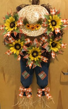 Fall wreath Fall Mesh Wreaths, Fall Deco Mesh, Diy Fall Wreath, Wreath Crafts, Burlap Wreath, Autumn Crafts, Holiday Crafts, Fall Yard Decor, Party Decoration