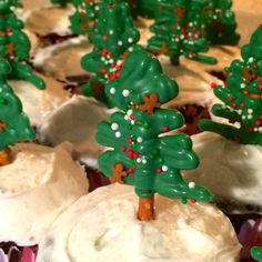 Christmas Tree Pretzel Bark, eat alone or use as toppers for cupcakes! Very easy to make!