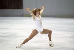 Famous for a knee-capping scandal rather than her skating technique, Tonya Harding nailed the first triple axel but never found a place in America's heart - retro pin Tonya Harding, Nancy Kerrigan, Figure Skating Competition Dresses, High Cheekbones, Places In America, Body Inspiration, Olympic Games, American Women, Figure Skating