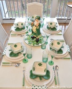 Every of March, some people celebrate the St Patrick's day, which is full of the green color. In this article, you will get some insight of what kind of decoration best decorate the St Patrick's day. St Paddys Day, St Patricks Day, Saint Patricks, St Patrick Day Treats, Irish Decor, St Patrick's Day Decorations, Beautiful Table Settings, St Patrick's Day Crafts, Luck Of The Irish
