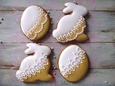 by Creative Cookies Belgrade, posted on Cookie Connection. Fancy Cookies, Iced Cookies, Cute Cookies, Sugar Cookies, Easter Biscuits, Cookies Et Biscuits, Easter Cupcakes, Easter Cookies, Easter Desserts