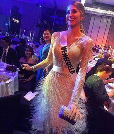 Mariam Habach Miss Venezuela en el Certamen de Miss Universe, sin duda era el Centro de Atracción de los Fotografos y la Prensa que Cubría el Evento durante su estadía en Filipinas.. World Winner, Miss Venezuela, Women Lawyer, Miss World, Beauty Pageant, Formal Dresses, Pageants, Collection, Beautiful