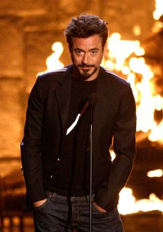 Robert Downey Jr ... looking pretty... hot? *Dr. Evil pinky to mouth*