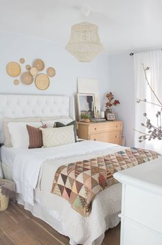 Relaxing bedroom ideas: the best affordable sheets, the best pillows for how you sleep and more! Fall Home Decor, Home Decor Trends, Diy Home Decor, Decor Ideas, Cozy Bedroom, Modern Bedroom, Bedroom Decor, Master Bedroom, Eclectic Bathroom