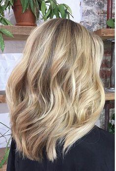 Dark Blonde Hair Color, Blonde Hair Looks, Blonde Hair With Highlights, Brown Blonde Hair, Hair Color And Cut, Balayage Hair, Natural Blonde Balayage, Summer Hairstyles, Retro Hairstyles