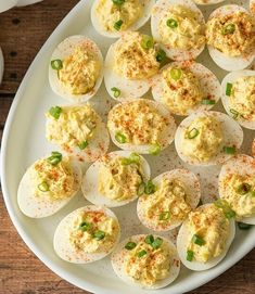 This is the BEST Classic Deviled Eggs Recipe! It is a quick and easy appetizer or healthy snack that's filled with simple ingredients and ready in no time! Creamy Garlic Chicken, Garlic Chicken Recipes, Ham And Rice Casserole, Loaded Baked Potato Soup, Cheese Stuffed Chicken, Quick And Easy Appetizers, Deviled Eggs Recipe, Baked Banana, Egg Recipes