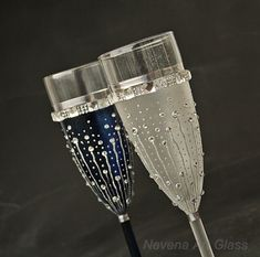 Navy Wedding Glasses, Champagne Glasses, Champagne Flutes, Beach Wedding Glasses, Hand painted, Set of 2 Two champagne glasses, hand painted and decorated for your Navy Blue and White Wedding Party. One of this glasses is colored in navy blue and the other is in white matt frost