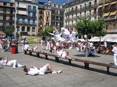 Calendario municipal de #Pamplona 2013. Mes de julio. Plaza del Castillo Imagen de Fermín Mina. #sanfermines