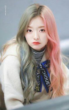 #nagyung #fromis9 #kpop Uzzlang Girl, Hey Girl, Kpop Girl Groups, Kpop Girls, People Tumblr, Japonese Girl, K Pop, Pretty Korean Girls, Ulzzang Korean Girl