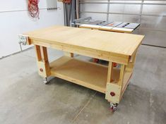 Picture of Height-Adjustable Outfeed Worktable