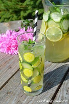 Lemoniada z limonką, ogórkiem i miętą Martini, Table Decorations, Smoothie, Smoothies, Martinis, Dinner Table Decorations