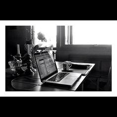 Kaster meg på #hjemmekontorboka2012 jeg også! Her er mitt #kitchenoffice. - @tntonerud- #webstagram