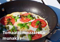 Tomaatti-mozzarella-munakas #kauppahalli24 #ruoka #resepti #munakas Omelettes, Koti, Mozzarella, Meat, Chicken, Beef, Omelet, Cubs
