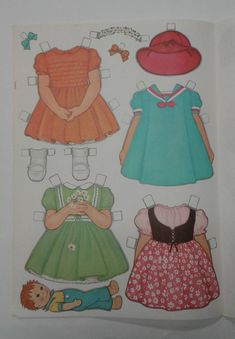 Dolly vintage 1967 paper doll book