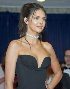 Kendall Jenner savaged by President Obama during White House Correspondent's Dinner: 'I'm not sure what she does' - Mirror Online