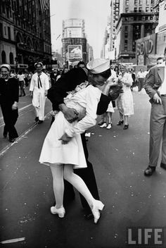 The event was the celebration of the end of the war and it was taken in Times Square by Alfred Eisenstaedt, on August 14, 1945