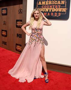 Kelsea Ballerini Evening Dress - Kelsea Ballerini looked darling at the American Country Countdown Awards in a pink Georges Hobeika gown with a floral-appliqued midsection. American Country Music Awards, Country Singers, Country Artists, Kelsea Ballerini Hot, Celebrity Dresses, Celebrity Style, Famous Stars, Celebs, Celebrities