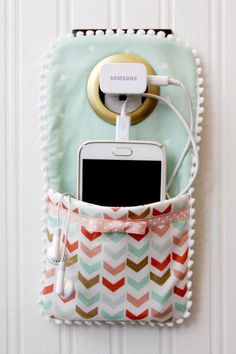 Easy DIY Phone Charger Holder - perfect gift for the person who LOVES their phone! Easy DIY Phone Charger Holder - perfect gift for the person who LOVES their phone! Sewing To Sell, Sewing Blogs, Sewing Tutorials, Sewing Crafts, Sewing Projects, Free Sewing, Craft Projects, Sewing Diy, Diy Crafts