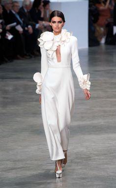 Una propuesta elegante y actual perfecta como vestido de novia Stéphane Rolland (SS 2013)