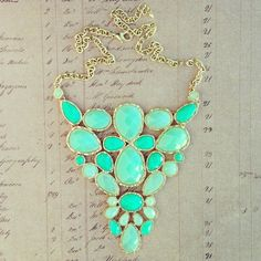 There is 0 tip to buy jewels, statement necklace, turquoise. Help by posting a tip if you know where to get one of these clothes. Jewelry Box, Jewelry Accessories, Fashion Accessories, Fashion Jewelry, Jewlery, Jewelry Closet, Bling Jewelry, Gemstone Jewelry, Hippie Style