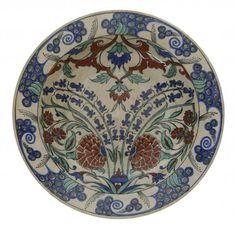 IMPORTANT PLAT DE SAMSON En céramique à décor floral polychrome sur fond beige [...], Art d'Orient & Orientalisme à Millon et Associés Paris   Auction.fr