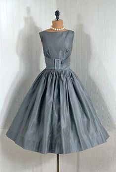 Items similar to Vintage Claudia Young Designer-Couture Pintuck Silver-Gray Shimmer-Silk Backless Rockabilly Bombshell Circle-Skirt Wedding Party Cocktail Dress and Matching Swing-Coat on Etsy Retro Vintage Dresses, Vintage Wear, Retro Dress, Vintage Outfits, Vintage Party, 50s Vintage, Vintage Clothing, Retro Mode, Vintage Mode