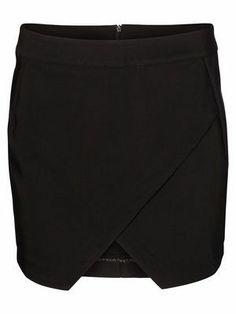 ALMA SHORT SKIRT VERO MODA #veromoda #skirt #black #fashion #style @Veronica MODA