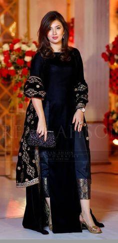 new ideas for dress wedding black chic Pakistani Formal Dresses, Indian Gowns Dresses, Pakistani Dress Design, Pakistani Outfits, Indian Outfits, Party Wear Dresses, Dress Outfits, Fashion Dresses, Kurta Designs
