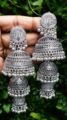 Indian Jewelry Earrings, Indian Jewelry Sets, Jewelry Design Earrings, Gold Earrings Designs, Silver Jewellery Indian, Silver Jhumkas, Silver Jewelry, Antique Jewellery Designs, Fancy Jewellery