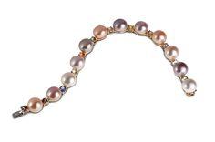 Bracciale in oro, perle a zaffiri naturali #gioielleria #curnis #bracciali #jewelry #jewels #perle #zaffiri #oro #eleganza