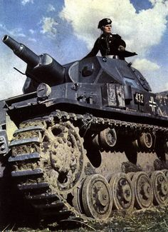 Panzerkampfwagen IV ausf.D (turmnummer 432) commanded by Oberleutnant (1st Lieutenant) Karl Hanke and assigned to the Panzer Regiment 25/7.Panzer Division under Generalmajor Erwin Rommel during the Battle of France. This propaganda photo appeared in Signal magazine in 1940. #war #photography