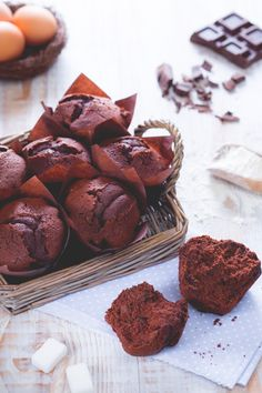 I #muffin al #cioccolato sono morbidi e golosissimi tortini, arricchiti da tanto cioccolato, perfetti da preparare per la merenda di grandi e piccini. ( #chocolate muffin) #Giallozafferano #recipe #ricetta #breakfast #colazione