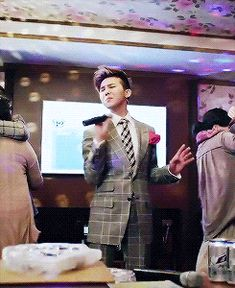 """GD's cameo in """"Hangover"""" - i still have no idea what he's trying to do here, but man, he's looking handsome doing it. hehe.."""