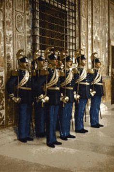 Papal Noble Guard - Service Uniform Zimbabwe History, Military Units, Military Uniforms, Santa Sede, Swiss Guard, Mexican Army, Honor Guard, Castle, Handsome