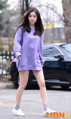 "15 Female Idols Who Went For The ""No Pants"" Look"