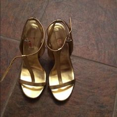 Shoes BCBG Gold Sandal Pumps Size 8.  Worn once. BCBG Shoes Sandals