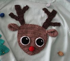 Ugly Christmas Sweater DIY! - Reindeer appliqué and Christmas tree elbow patches (linked) - free crochet patterns in Dutch and English at Crafty Queens.
