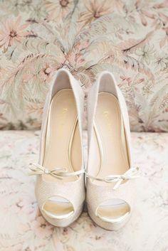 Metallic Thread Bridal Platforms | photography by http://melissagidneyphoto.com