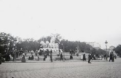 Cibeles rodeada de acólitos | Flickr - Photo Sharing!