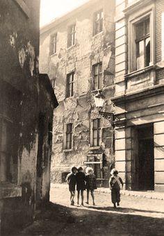 Ulica Pod Blankami - widok od ulicy Długiej - 1950 Painting, Art, Fotografia, Art Background, Painting Art, Kunst, Paintings, Performing Arts, Painted Canvas