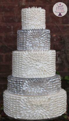 37 Gorgeous Winter Wedding Ideas in Silver Theme - Hochzeitstorte Beautiful Wedding Cakes, Gorgeous Cakes, Pretty Cakes, Amazing Cakes, Fancy Cakes, Crazy Cakes, Pink Cakes, Wedding Cake Inspiration, Wedding Ideas