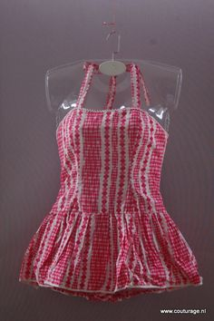 Badpak uit de jaren 60 van katoen met smockwerk aan de achterkant(1960B005)